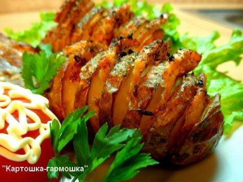 картошка-гармошка с колбасой и сыром рецепт с фото