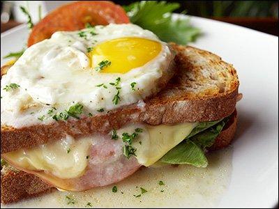 Рецепт Бутерброд с яйцом и ветчиной
