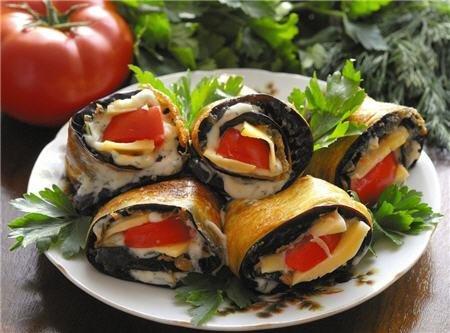 Рецепт Рулетики из баклажанов с сыром и чесноком