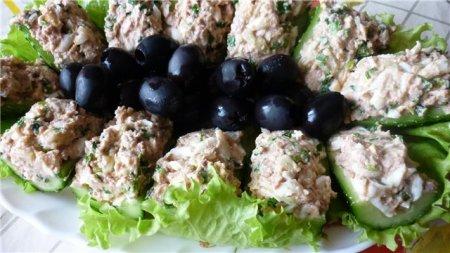 Рецепт Лодочки огуречные с тунцом и печенью трески