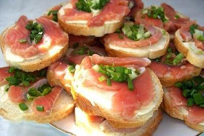 Рецепт Приготовление классического бутерброда с красной рыбой.