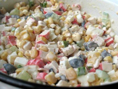 Как приготовить салат с крабовыми палочками и капустой.