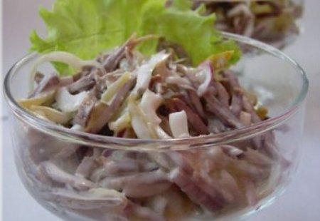 Готовим салат из языка и майонеза.
