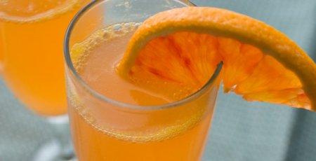 Коктейль с апельсинами и коньяком.
