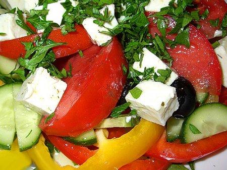Как приготовить греческий салат.