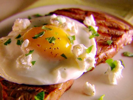 Рецепт Готовим бифштекс с яйцом