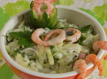Готовим салат из капусты и креветок