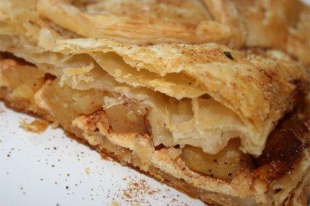 Рецепт Как приготовить слоеный пирог с яблоками и творогом