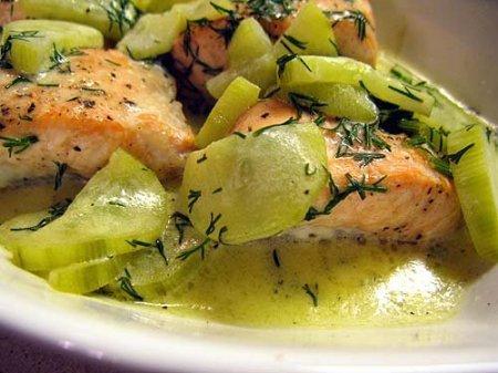 Рецепт приготовления рыбы под огуречным соусом