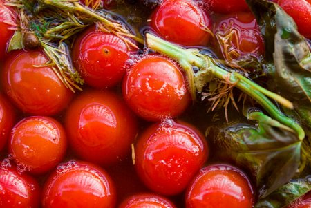 Как сделать маринованные помидоры.