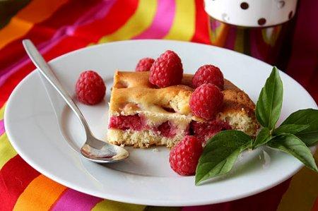 Рецепт Простой пирог с малиной