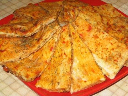Лаваш запеченный с пряностями и сыром