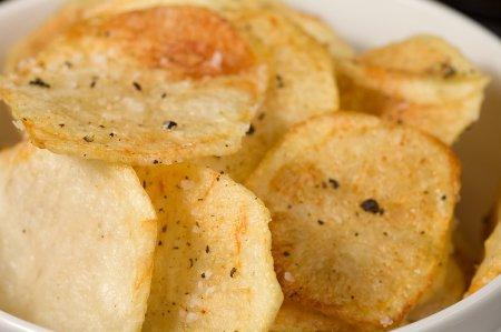 Рецепт Домашние картофельные чипсы.