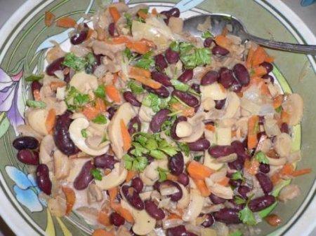 Рецепт Готовим салат с фасолью  и шампиньонами