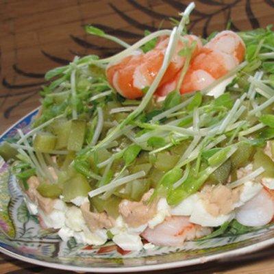 Рецепт Салат с тигровыми креветками и печенью трески