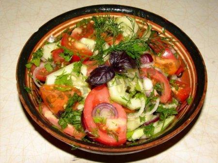Как приготовить летний разноцветный салат