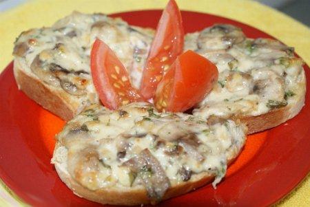 Бутерброды с сыром и шампиньонами