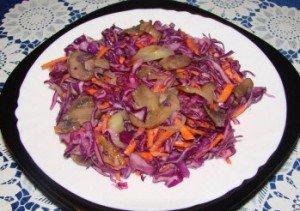Салат с грибами и красной капустой
