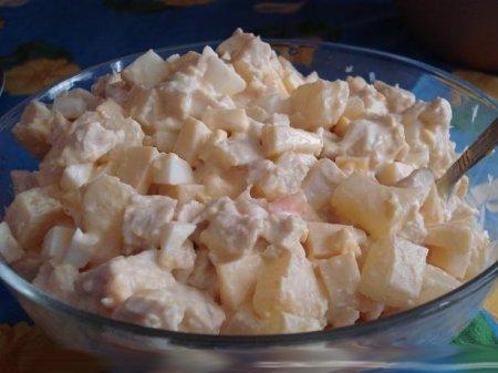 Рецепт Готовим салат с консервированными ананасами
