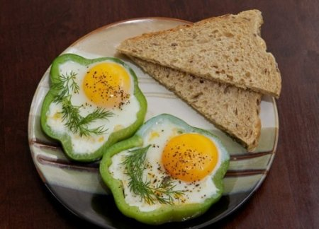 Как приготовить яичницу в перце