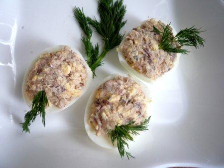 Яйца фаршированные печеночным паштетом