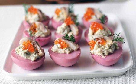 Рецепт Яйца фаршированные сельдью и икрой.