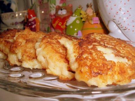 Рецепт Оладьи с яблоками на молоке.