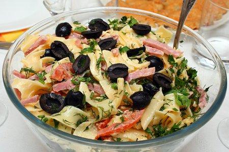 Рецепт Салат итальянский с сыром и макаронами