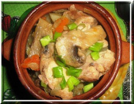 Рецепт Курица с грибами в горшочке