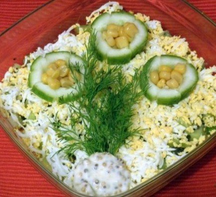 Оргинальный салат с киви и крабовым мясом