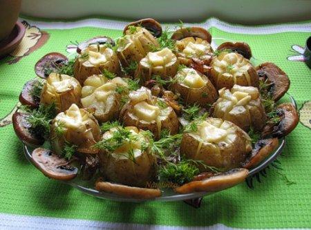 Печеная картошка с грибами