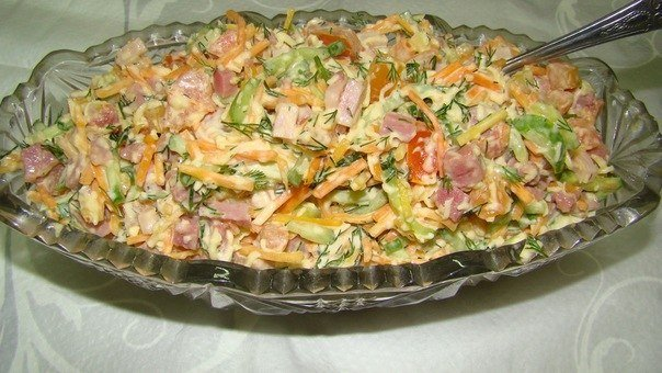 салат с корейской морковкой курицей и грибами
