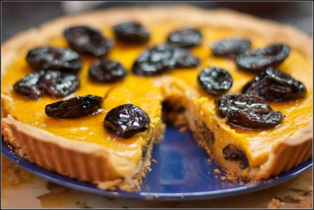 Тыквенный пирог с черносливом в коньяке