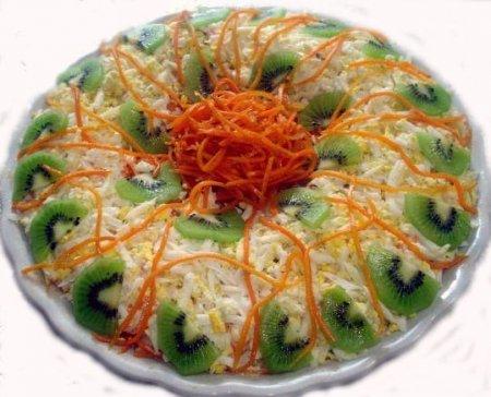 Праздничный салат с киви