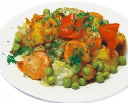 Сочное овощное рагу с кедровыми орешками в пароварке