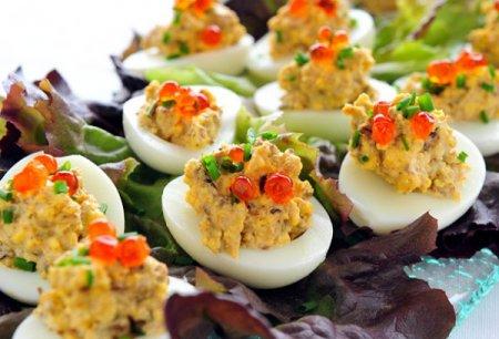 Яйца фаршированные c красной икрой