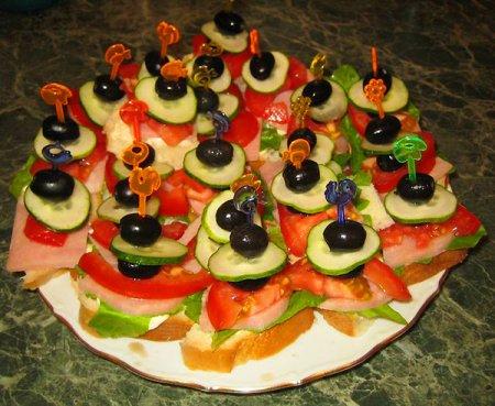 Рецепт Канапе с ветчиной и овощами