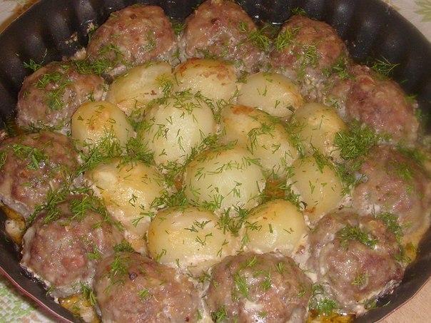 фрикадельки с картошкой в духовке в сметанном соусе