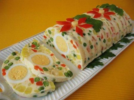 Рецепт Праздничный салат-желе с овощами, ветчиной и яйцом