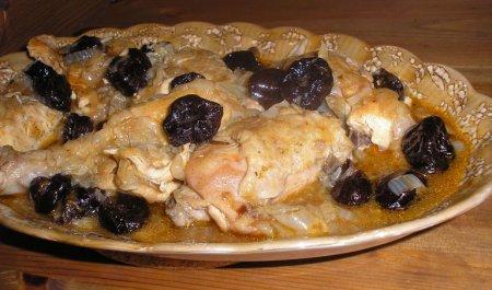 Курица в коричном соусе с черносливом