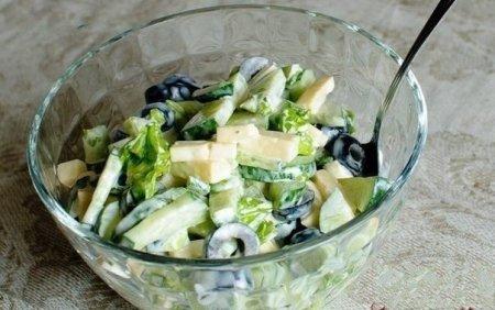 Рецепт Огуречный салат с маслинами и сыром