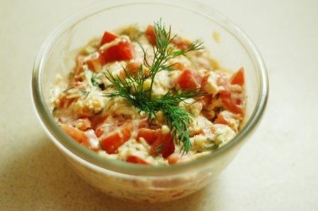Рецепт Салат из адыгейского (или сулугуни) сыра с помидорами