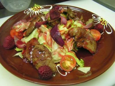 Теплый салат с печенью кролика