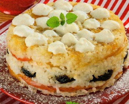 Рецепт Рисовая запеканка с яблоками, черносливом и взбитыми сливками