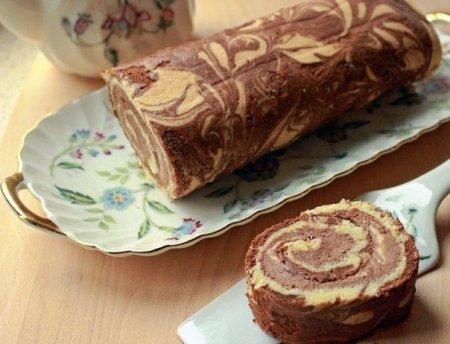 Рецепт Мраморный рулет с шоколадно-банановым кремом