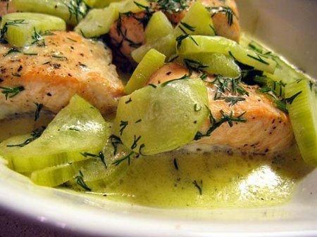 Рецепт Рыба под огуречным соусом
