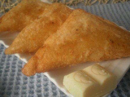 Рецепт Нежнейшие индийские пирожки с бананом и белым шоколадом