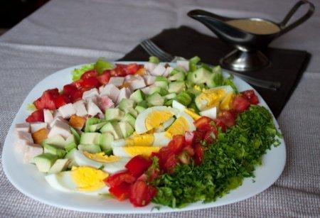 Рецепт Салат с авокадо и копченой курицей