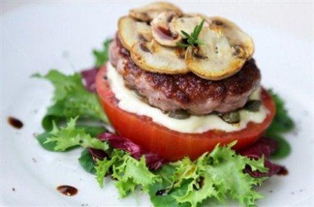 Рецепт Бургер с каперсами, помидором и майонезом