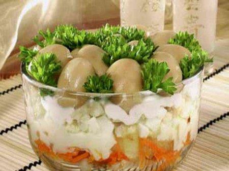 Рецепт Слоеный салат из минтая с шампиньонами